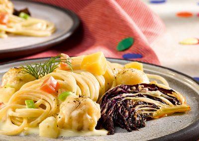 Dinkel Spaghetti mit Radicchio und Zanderbolognese