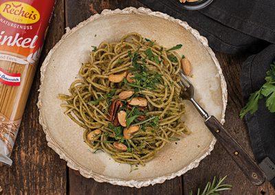 Dinkel Spaghettini mit Kräuter-Nuss Pesto