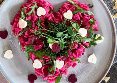 Fleckerl mit Rote-Rüben-Pesto und frittiertem Rucola