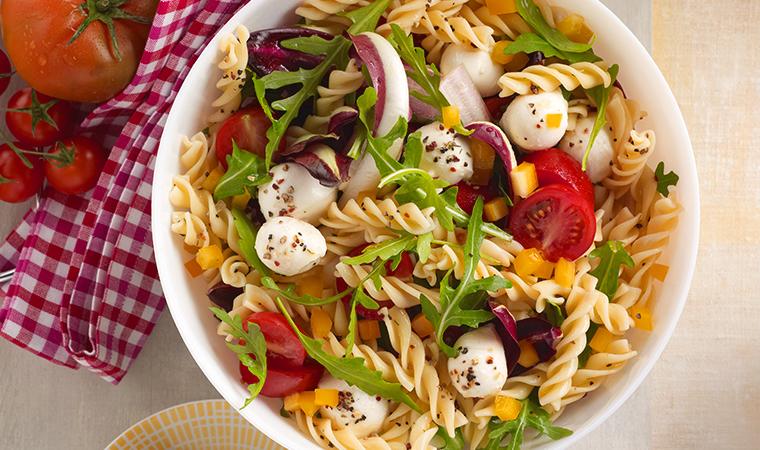Frischer Nudelsalat mit Tomaten-Mozzarella