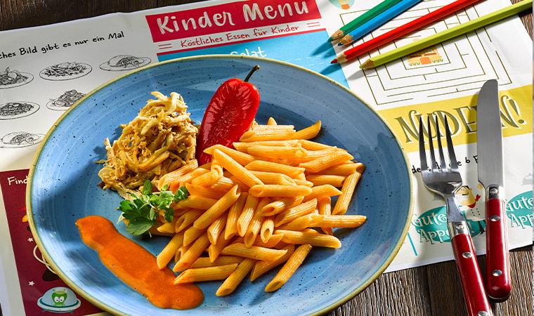 Pulled Chicken mit Dinkel-Penne & Paprika-Rahm
