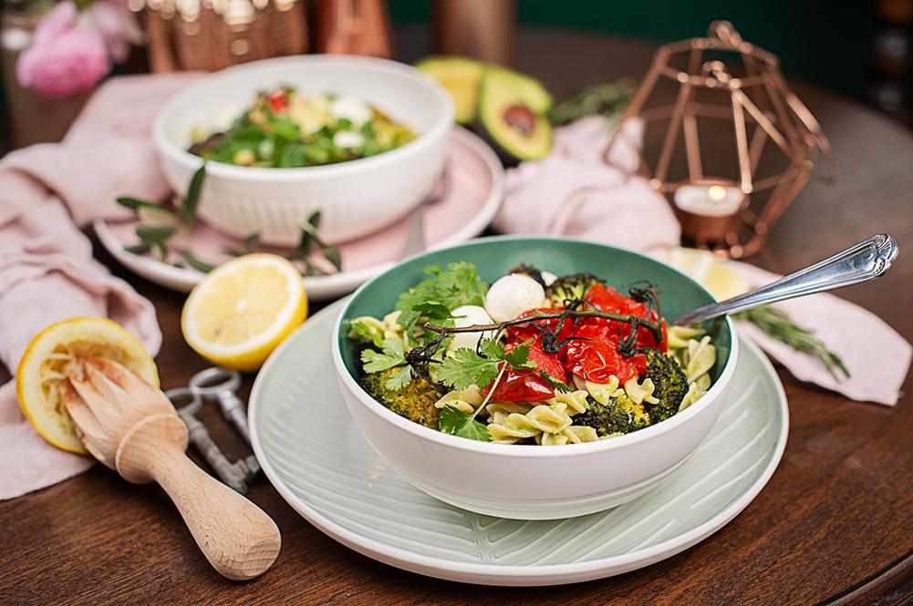 rezept-buddha-bowl-vollkornnudeln-avocado-buttermilch-sauce