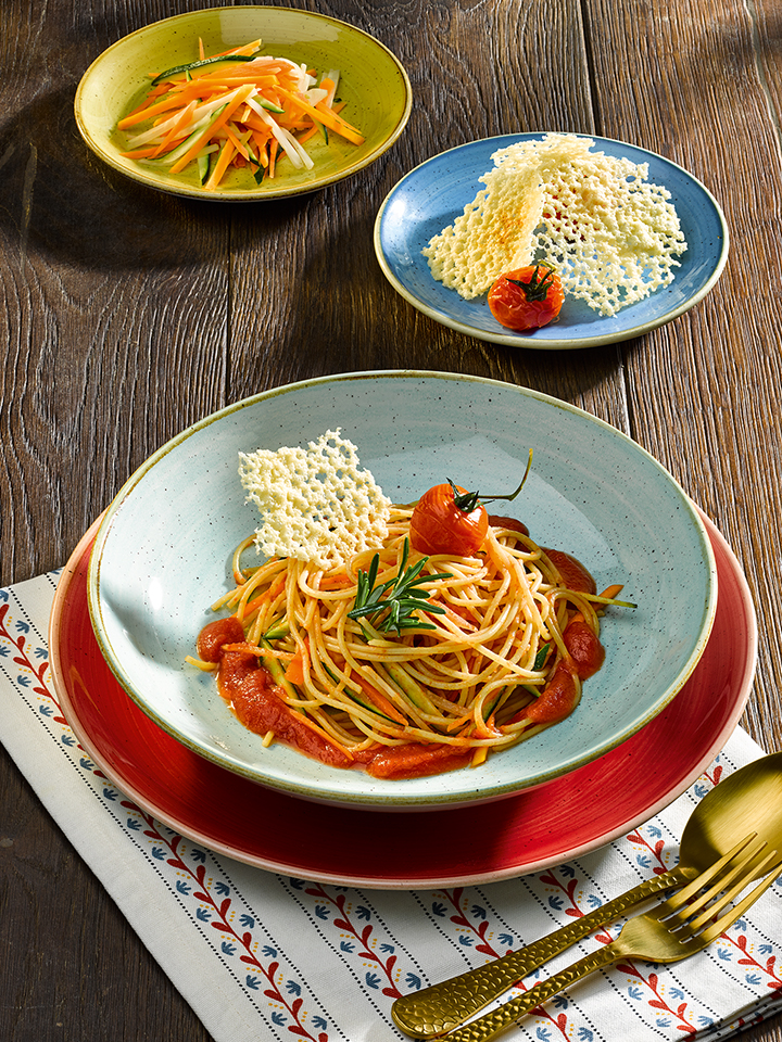 rezept-bunte-gemuesespaghetti-tomatensauce-parmesanchips