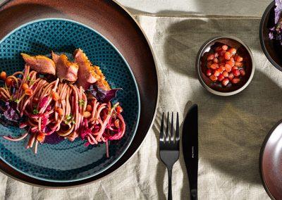Spaghetti an Ente-Rotkraut-Granatapfel