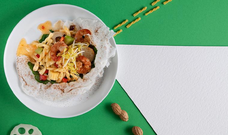 Süß-saurer Nudelsalat mit Garnelen, Wasserkastanien und Lotuswurzel