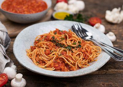 Vollkornspaghetti mit Karfiol-Bolognese