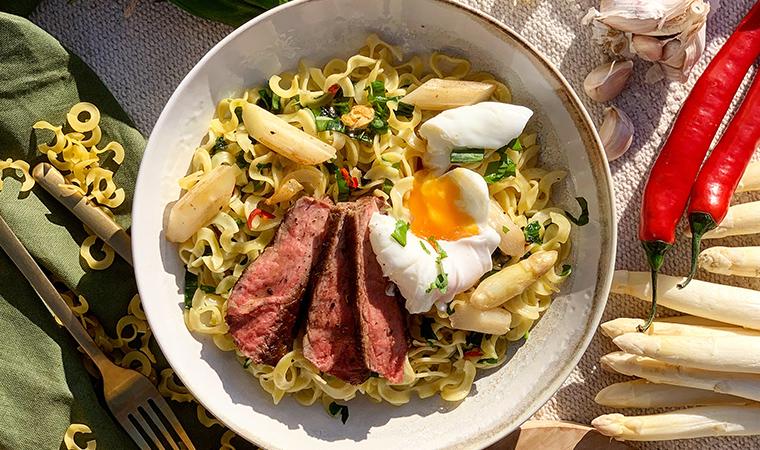 Nudeln mit Bärlauch, Steak & Spargel