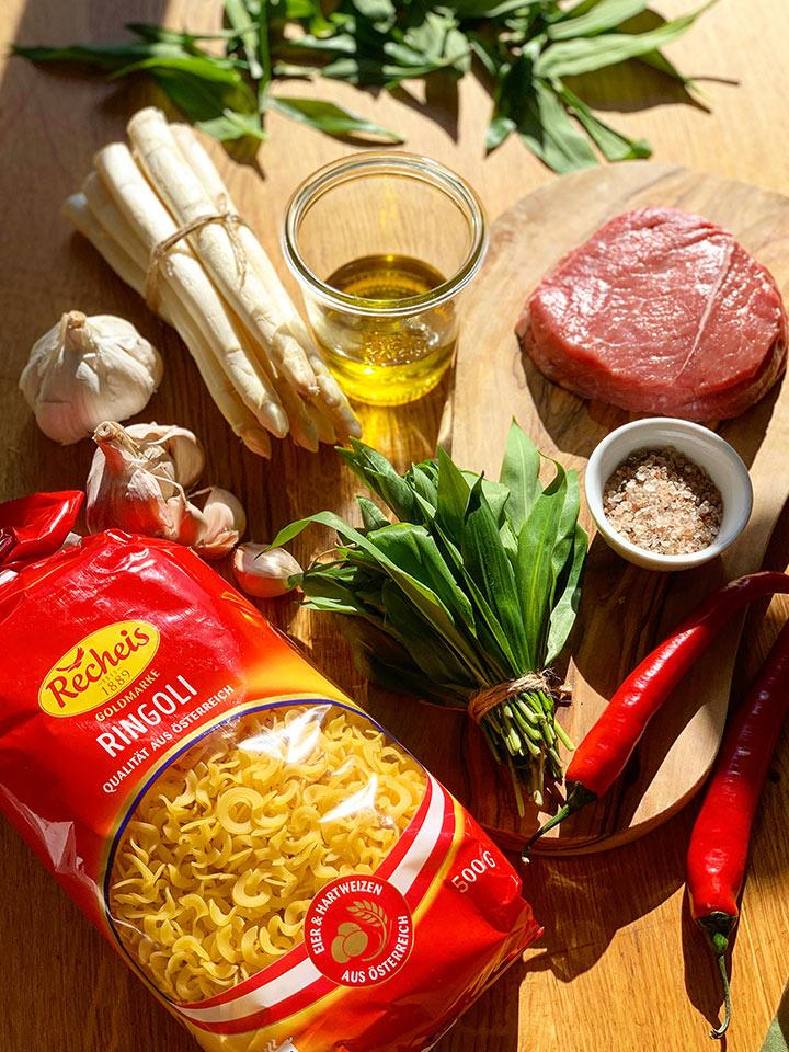 rezept-nudeln-mit-baerlauch-steak-und-spargel