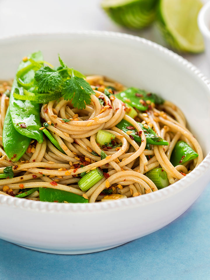 rezept-sesamspaghetti-mit-edamame-und-fruehlingszwiebel