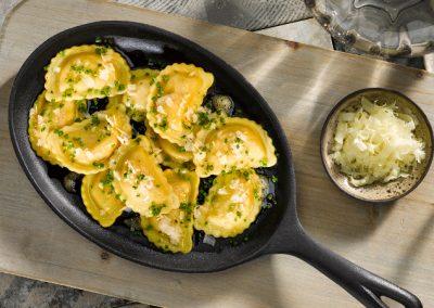 Schlutzkrapfen Tiroler Art mit Butter und Parmesan