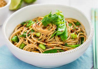 Sesamspaghetti mit Edamame und Frühlingszwiebel