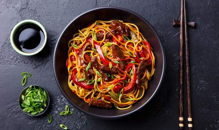 Thai-Beef-Nudeln mit Paprika