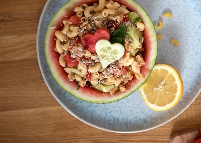 Veganer Nudelsalat mit Wassermelone