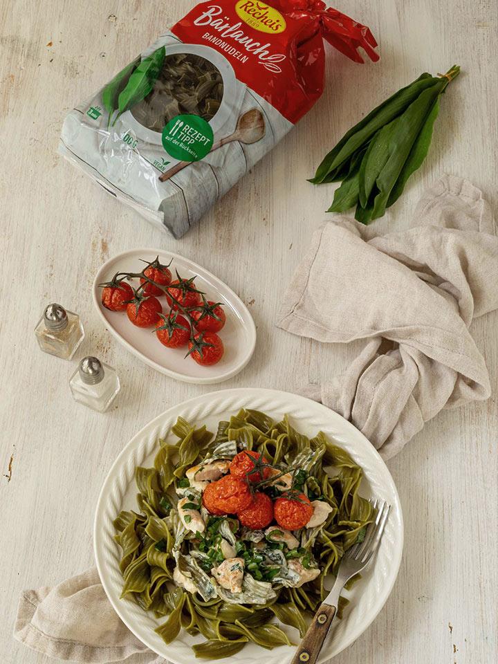 rezept-baerlauchnudeln-frischkäsesauce-huhn-tomaten
